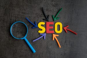 SEO arrows and magnifying glass